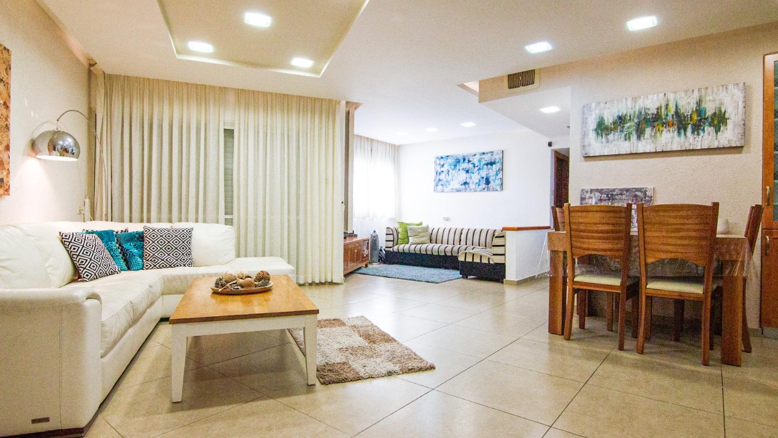 דירת 4.5 חדרים ענקית בנאות ספיר